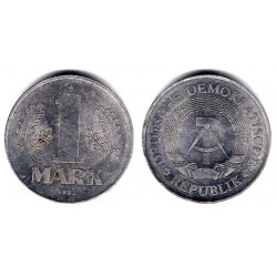 (35.2) Alemania Democrática. 1982(A). 1 Mark (MBC)